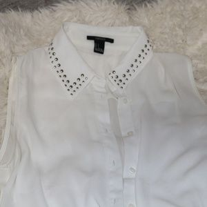 light &airy blouse with studded collar detailing